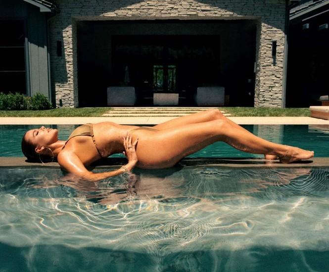 Kim Kardashian thả dáng nóng bỏng tôn đường cong 'gây mê' - ảnh 15
