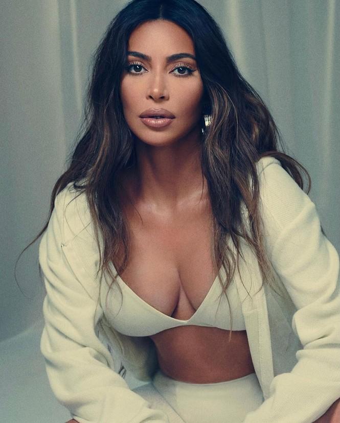 Kim Kardashian thả dáng nóng bỏng tôn đường cong 'gây mê' - ảnh 2