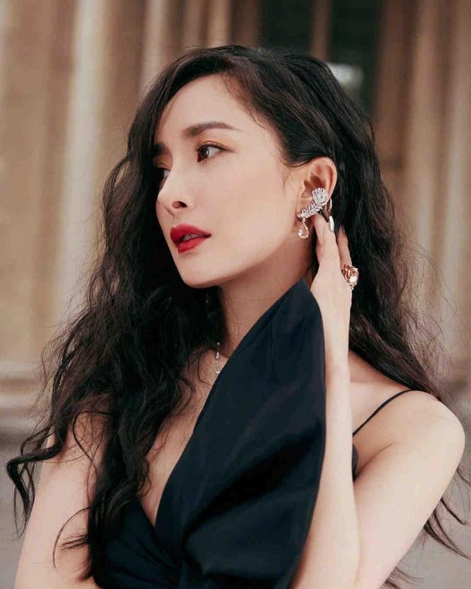 Dương Mịch phá cách với tóc tém trên tạp chí đầu năm 2021 - ảnh 13