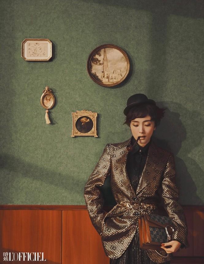 Dương Mịch phá cách với tóc tém trên tạp chí đầu năm 2021 - ảnh 3