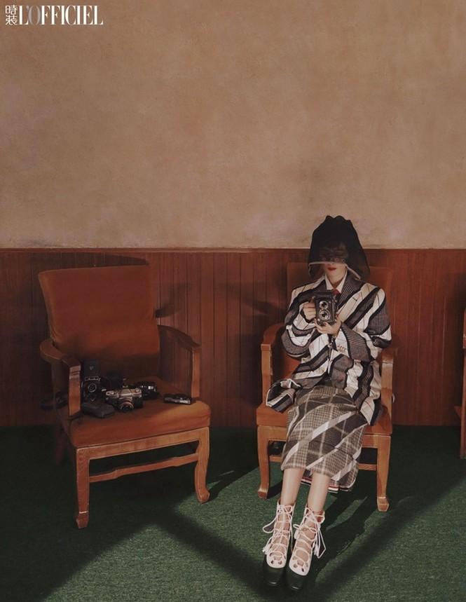 Dương Mịch phá cách với tóc tém trên tạp chí đầu năm 2021 - ảnh 7