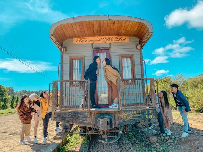 Nhóm bạn chụp bộ ảnh đẹp như phim ở Đà Lạt được dân mạng khen nức nở  - ảnh 12