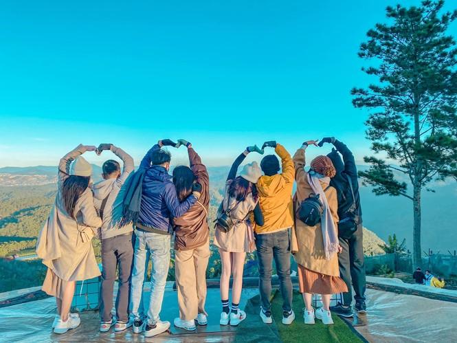 Nhóm bạn chụp bộ ảnh đẹp như phim ở Đà Lạt được dân mạng khen nức nở  - ảnh 4