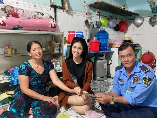 Cô gái giúp người nghèo khắp TP.HCM: 'Thấy ấm lòng vì được nhiều người tin tưởng' - ảnh 3