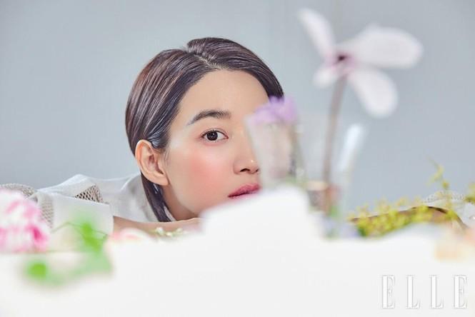 'Hồ ly 9 đuôi' Shin Min Ah đẹp xuất sắc đón Giáng sinh - ảnh 23