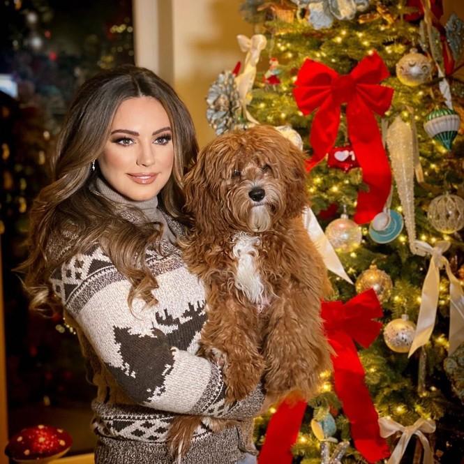 Chị em nhà Kim Kardashian mặc bốc lửa đón Noel - ảnh 8