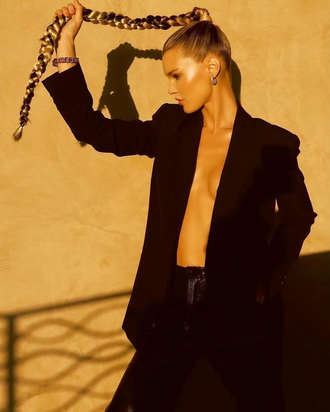 Ngắm đường cong 'nảy lửa' của siêu mẫu tóc vàng Joy Corrigan - ảnh 4