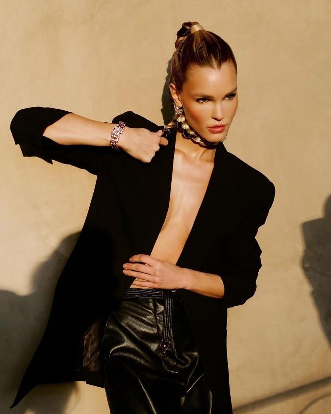 Ngắm đường cong 'nảy lửa' của siêu mẫu tóc vàng Joy Corrigan - ảnh 2