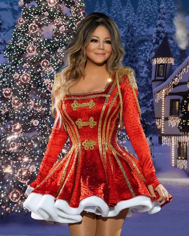 Dàn người đẹp nô nức khoe ảnh gợi cảm, quây quần bên gia đình đón Giáng sinh - ảnh 1