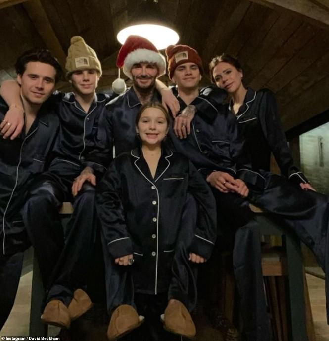 Dàn người đẹp nô nức khoe ảnh gợi cảm, quây quần bên gia đình đón Giáng sinh - ảnh 11