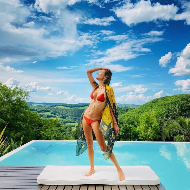 Me đắm loạt khoảnh khắc nóng 'bỏng mắt' của Alessandra Ambrosio - ảnh 8