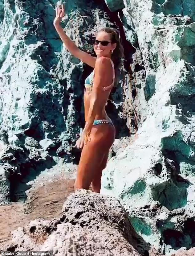 Siêu mẫu Izabel Goulart diện bikini tôn dáng rực lửa - ảnh 3