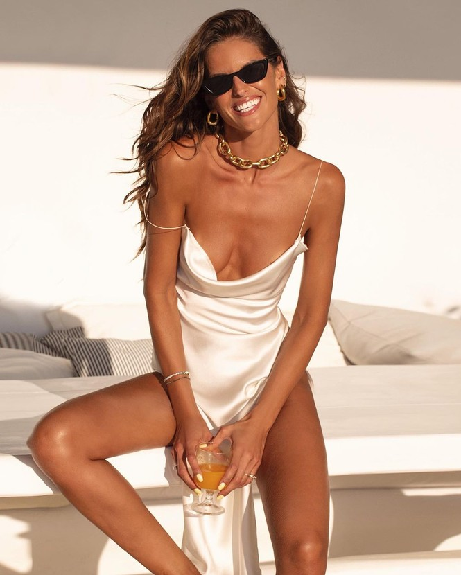 Siêu mẫu Izabel Goulart diện bikini tôn dáng rực lửa - ảnh 15