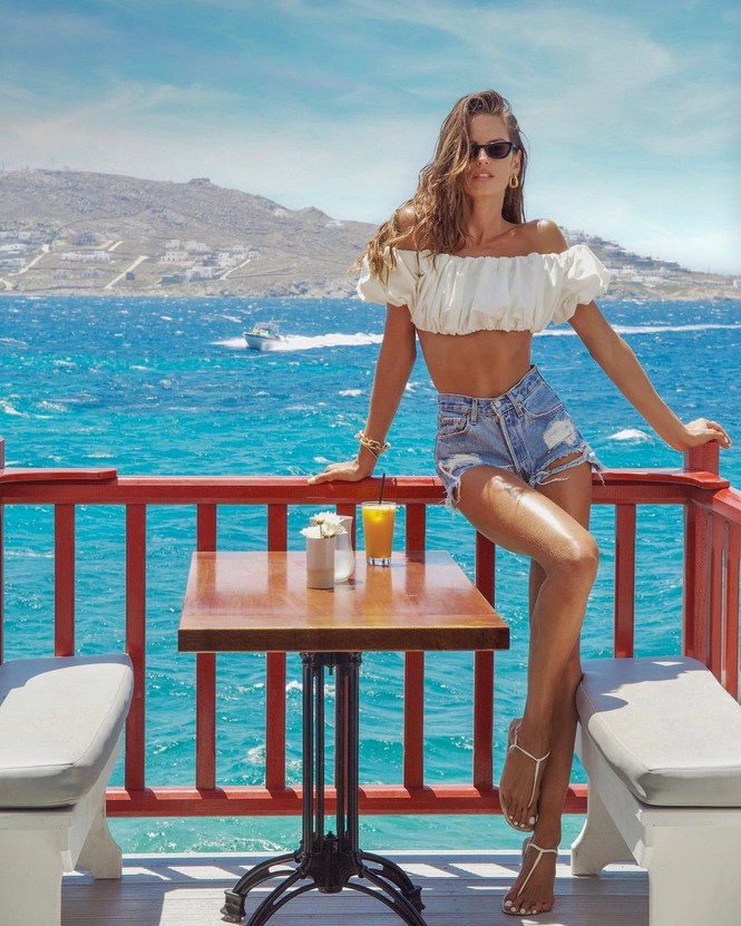 Siêu mẫu Izabel Goulart diện bikini tôn dáng rực lửa - ảnh 16