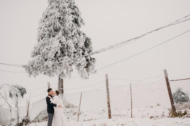 Cặp đôi chụp ảnh cưới lãng mạn giữa tuyết trắng ở Y Tý - ảnh 10
