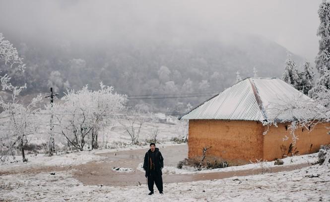 Cặp đôi chụp ảnh cưới lãng mạn giữa tuyết trắng ở Y Tý - ảnh 3