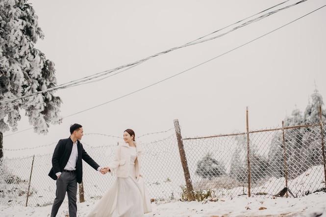 Cặp đôi chụp ảnh cưới lãng mạn giữa tuyết trắng ở Y Tý - ảnh 9