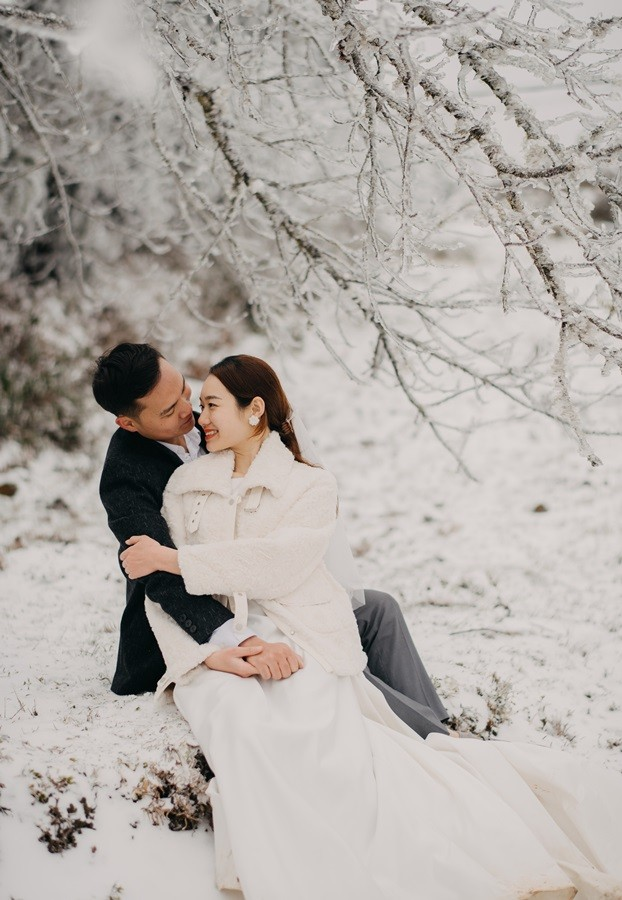 Cặp đôi chụp ảnh cưới lãng mạn giữa tuyết trắng ở Y Tý - ảnh 8