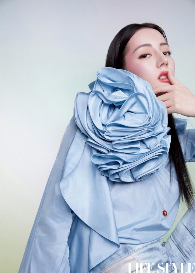 Mỹ nhân Tân Cương lưng trần dáng thon, ngày càng đẹp và quyến rũ - ảnh 12