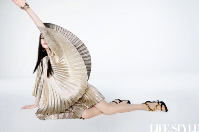 Mỹ nhân Tân Cương lưng trần dáng thon, ngày càng đẹp và quyến rũ - ảnh 9