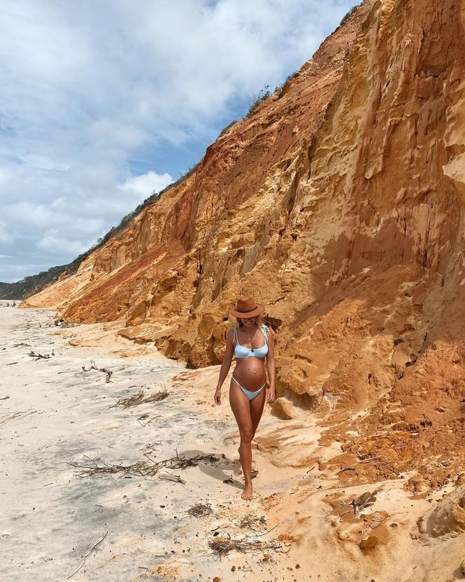 Người mẫu áo tắm Elyse Knowles siêu quyến rũ khi mang bầu - ảnh 4