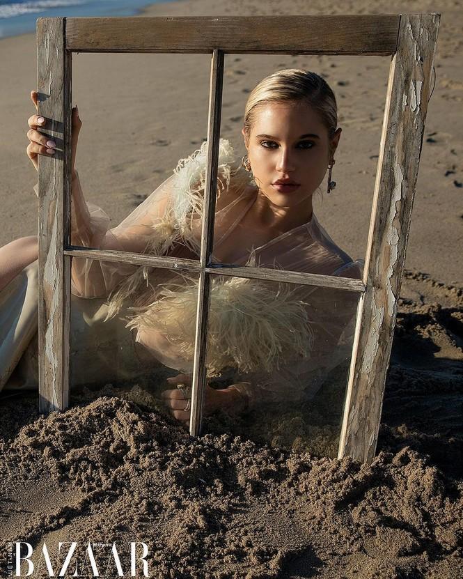 Vẻ đẹp bốc lửa của nàng mẫu Mỹ giống hệt bạn gái 'Người vận chuyển' - ảnh 12