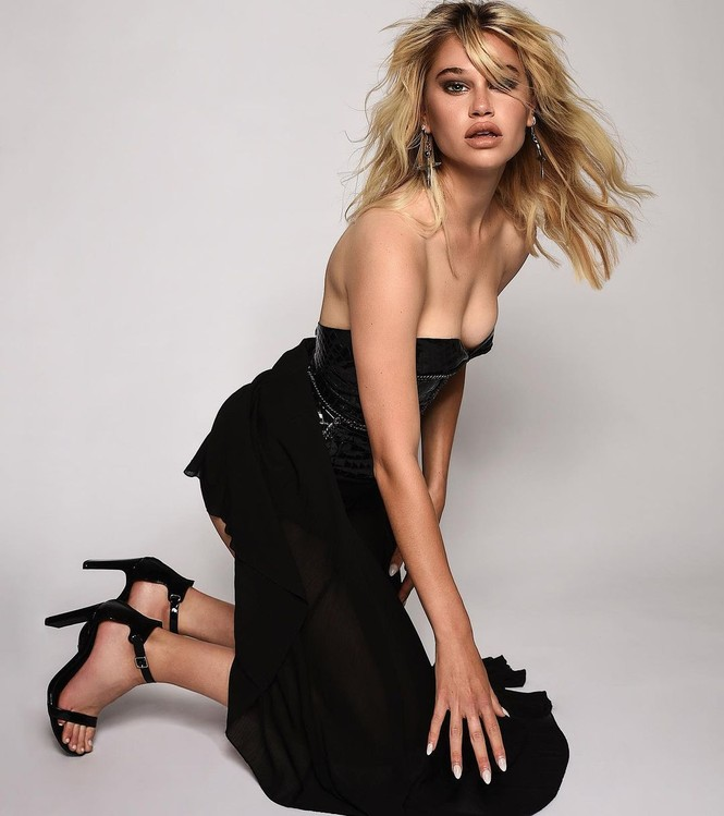 Vẻ đẹp bốc lửa của nàng mẫu Mỹ giống hệt bạn gái 'Người vận chuyển' - ảnh 6