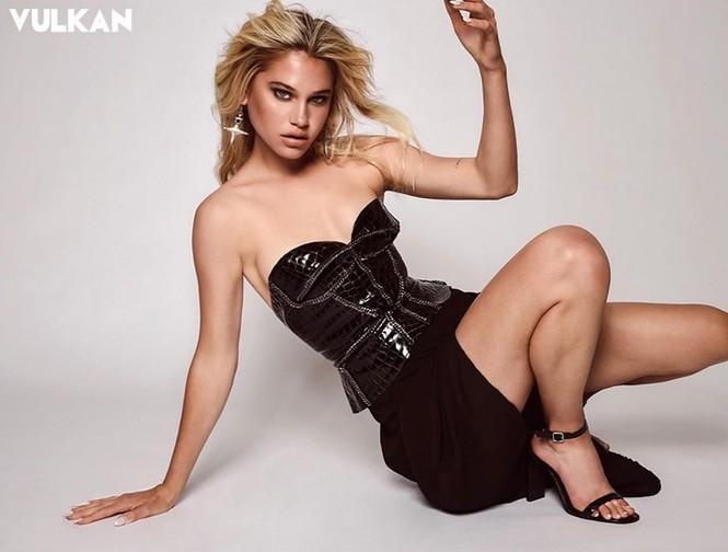 Vẻ đẹp bốc lửa của nàng mẫu Mỹ giống hệt bạn gái 'Người vận chuyển' - ảnh 8