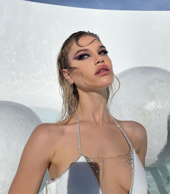 Vẻ đẹp bốc lửa của nàng mẫu Mỹ giống hệt bạn gái 'Người vận chuyển' - ảnh 5