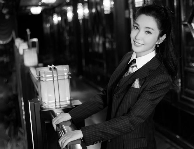 'Đả nữ' Lý Băng Băng mặc gợi cảm trẻ trung dù sắp 50 tuổi - ảnh 21