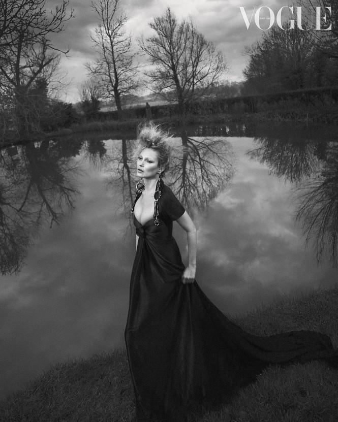 Kate Moss U50 gợi cảm đầy sức sống - ảnh 1