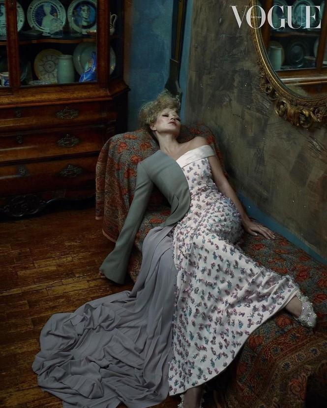 Kate Moss U50 gợi cảm đầy sức sống - ảnh 2