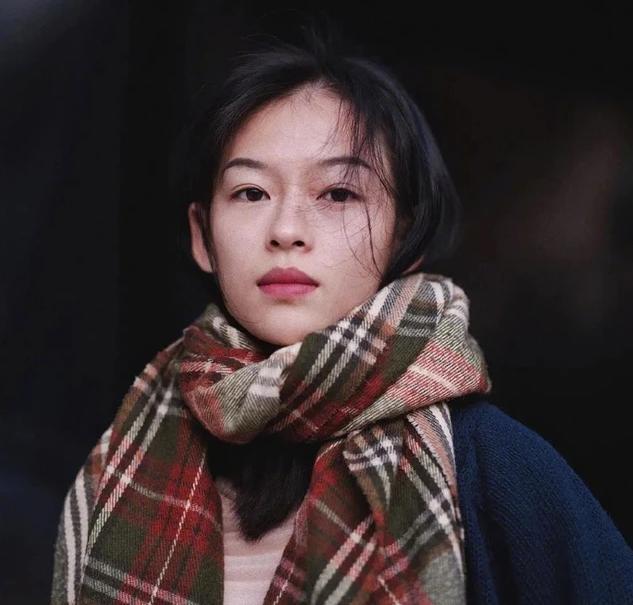 Nàng thơ 9x trong MV mới của Erik được báo Trung khen giống Chương Tử Di - ảnh 10