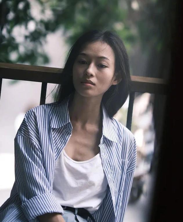 Nàng thơ 9x trong MV mới của Erik được báo Trung khen giống Chương Tử Di - ảnh 12