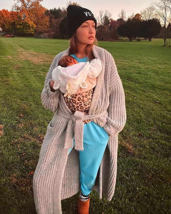 Gigi Hadid quyến rũ hút hồn khi tái xuất làng mốt sau 10 tuần sinh con - ảnh 9