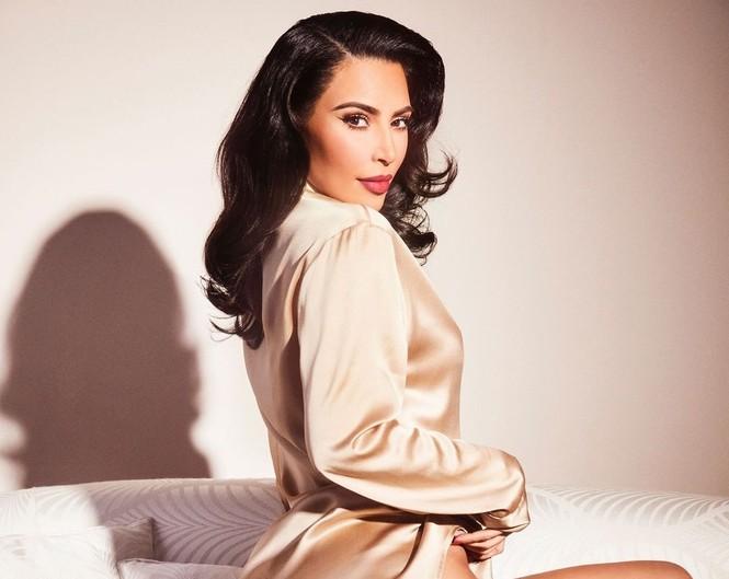 Kim Kardashian như nữ thần gợi cảm với vương miện hoa cỡ lớn - ảnh 9