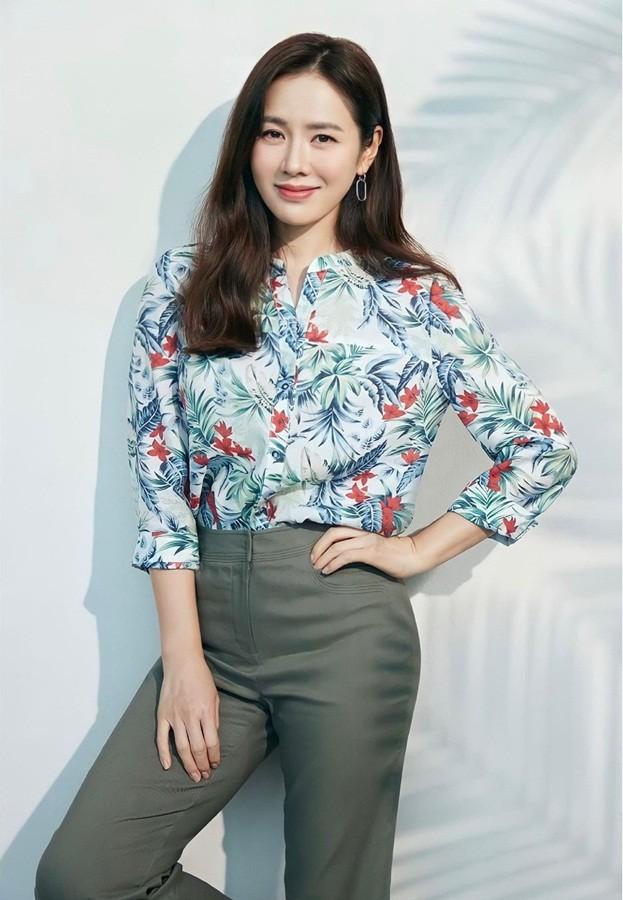 Son Ye Jin U40 trẻ đẹp rạng ngời - ảnh 1