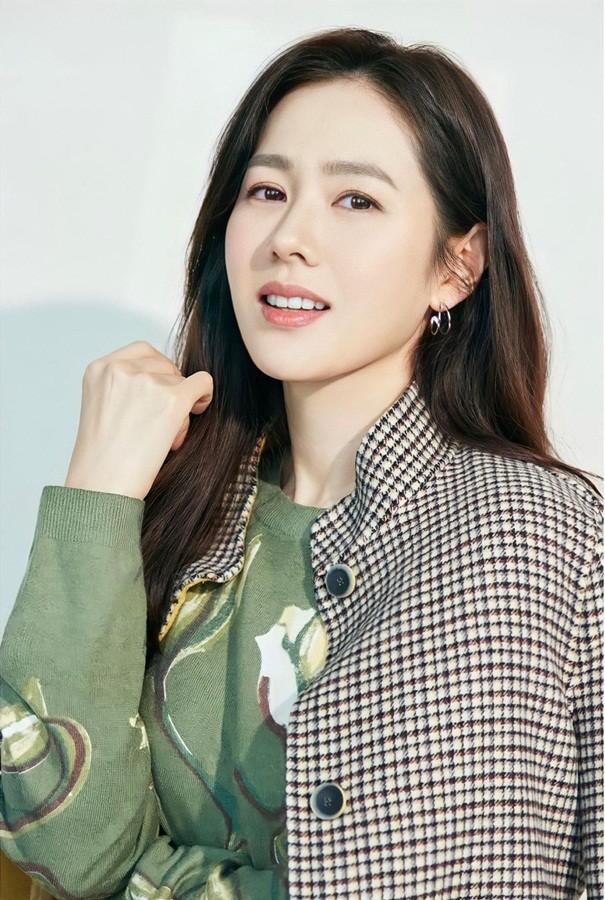 Son Ye Jin U40 trẻ đẹp rạng ngời - ảnh 2