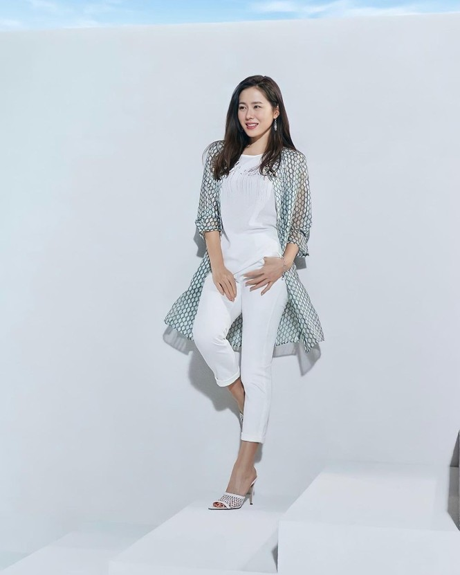 Son Ye Jin U40 trẻ đẹp rạng ngời - ảnh 5