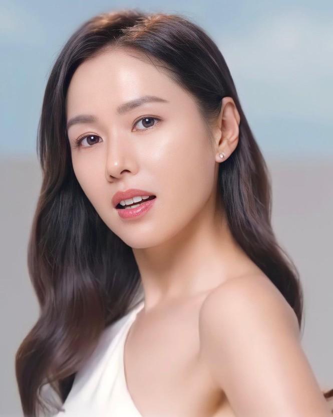Son Ye Jin U40 trẻ đẹp rạng ngời - ảnh 7