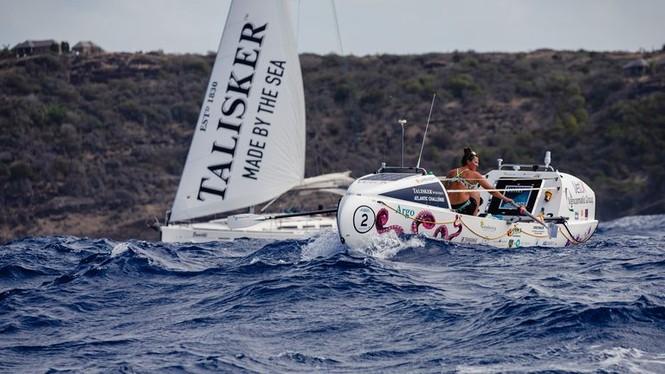 Cô ấy 21 tuổi một mình chèo thuyền qua Đại Tây Dương, lập kỷ lục thế giới - ảnh 1