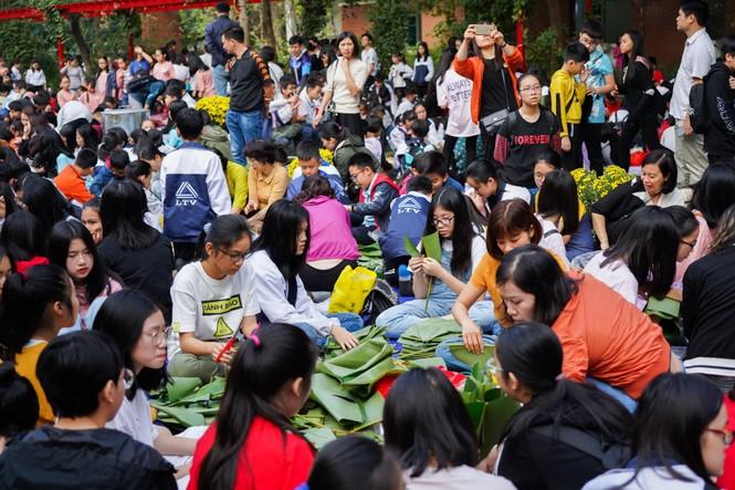 Học sinh Hà Nội gói bánh chưng tặng người nghèo - ảnh 1