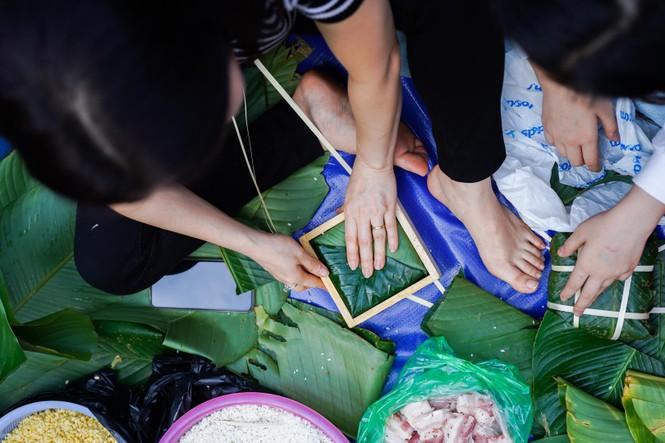 Học sinh Hà Nội gói bánh chưng tặng người nghèo - ảnh 2