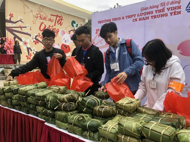 Học sinh Hà Nội gói bánh chưng tặng người nghèo - ảnh 6