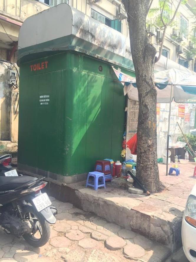 nvscc, nhà vệ sinh công cộng, trà đá quanh nhà vệ sinh, trà đá vỉa hè, quán cóc - ảnh 3