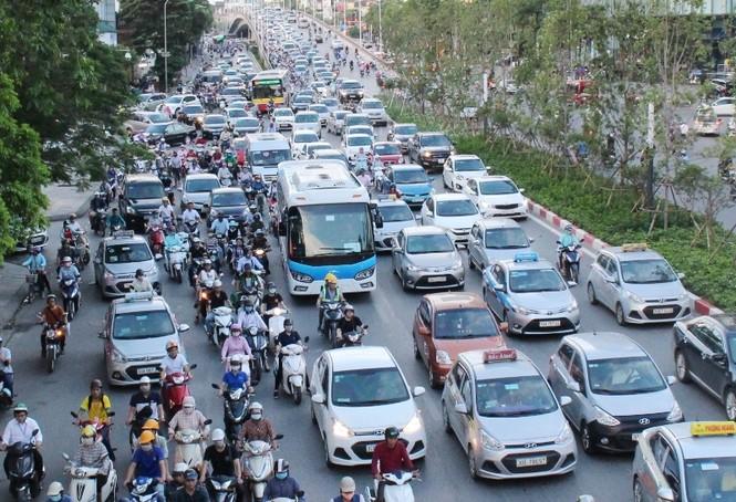 Quận trung tâm Hà Nội sẽ hạn chế xe máy trước - ảnh 1