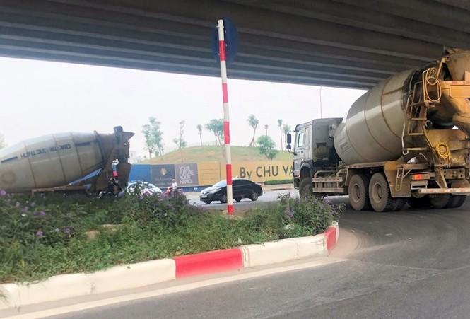 Xe chở vật liệu đi giờ cấm 'xả' bùn đất gây bụi nhiều tuyến phố  - ảnh 3