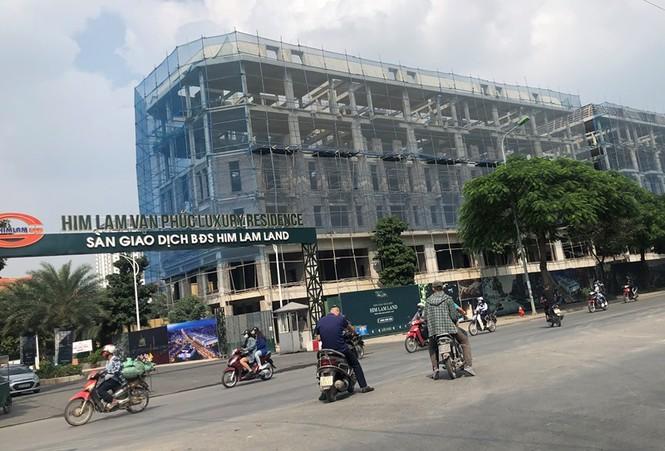 Cận cảnh cao ốc 'nhấn chìm' con đường BT Hà Nội - ảnh 9