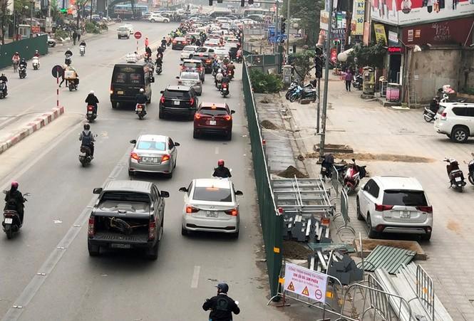 Phân luồng phương tiện qua công trường hầm chui Lê Văn Lương ra sao? - ảnh 1
