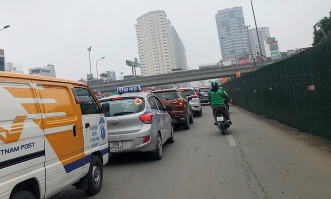Phân luồng phương tiện qua công trường hầm chui Lê Văn Lương ra sao? - ảnh 4